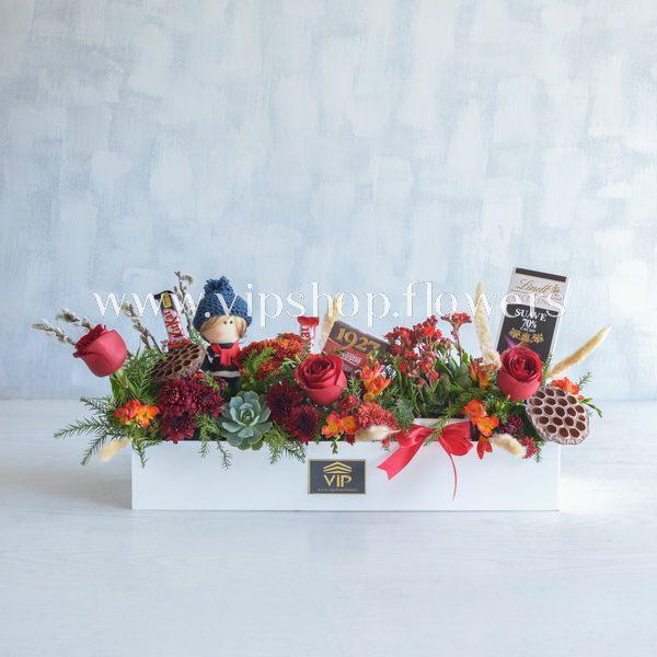 بسته گل و شکلات همراه با عروسک- گلفروشی آنلاین VIP Shop