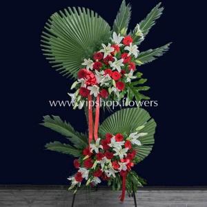 تاج گل پایه دار دو طبقه تبریک ژربرا لیلیوم- گلفروشی آنلاین VIP Shop