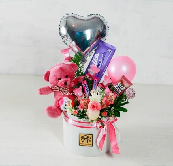 جعبه گل ولنتاین با عروسک خرس- گلفروشی آنلاین VIP Shop