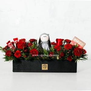 باکس گل و شکلات ولنتاین با عروسک- گلفروشی آنلاین VIP Shop