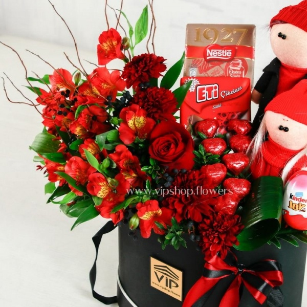 بسته گل و شکلات ولنتاین- گلفروشی آنلاین VIP Shop