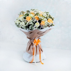 دسته گل 40 شاخه ای رز هلندی سفید و نباتی- گلفروشی آنلاین VIP Shop