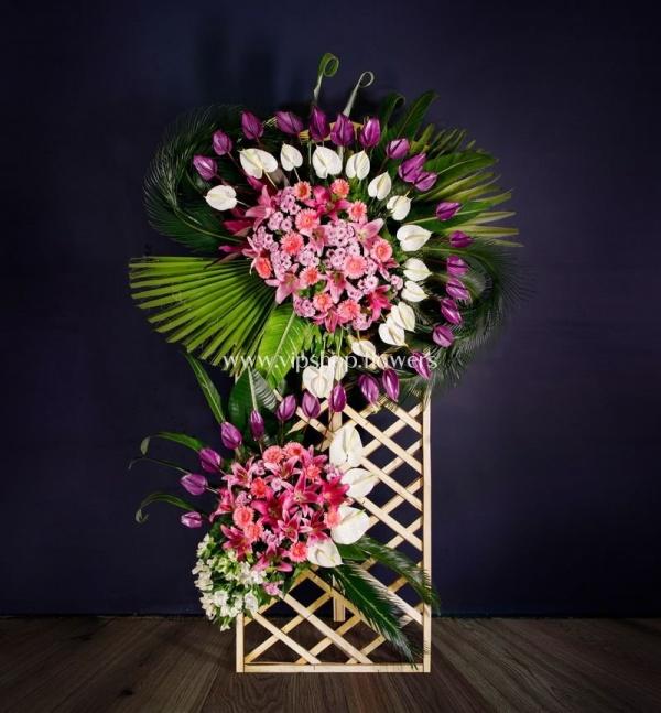 تاج گل تبریک با پایه چوبی- گلفروشی آنلاین VIP Shop